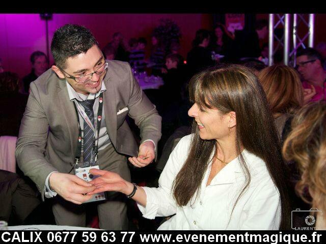 Animation magie à table au Lou rugby dans le Rhone magicien à Lyon