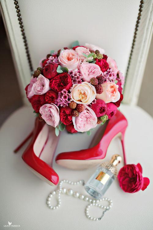 Яркий букет невесты с пионовидными розами Флорист Кристина Каберне Фото Лилия Фадеева