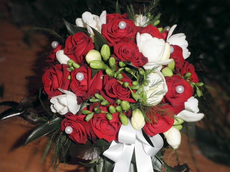 Beispiel: Wunderschöne Brautsträuße, Foto: Blumen Biene.