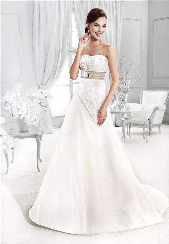 Beispiel: Mode für die Hochzeit, Foto: Braut Atelier Blendel.