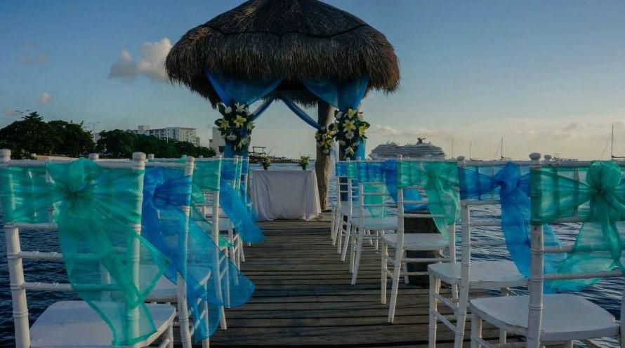 Montaje de ceremonia en playa