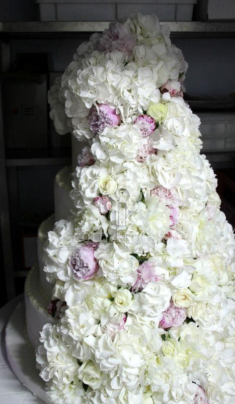 Decorazione floreale per la wedding cake.