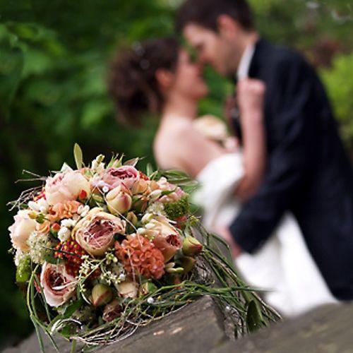 Beispiel: Hochzeitsfloristik, Foto: Bluemehüüsli.