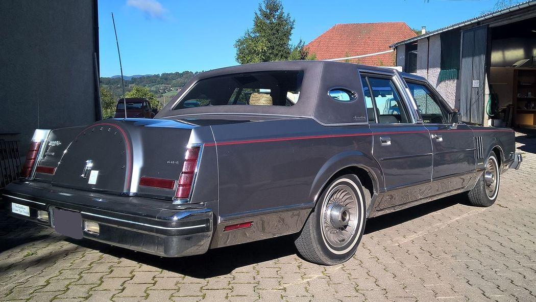 Lincoln Mark VI de 1983 AVEC chauffeur uniquement