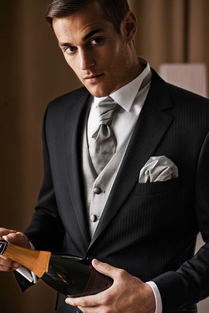 Beispiel: Hohe Qualität der Anzüge, Foto: Brautmoden Isabel Bräutigam.