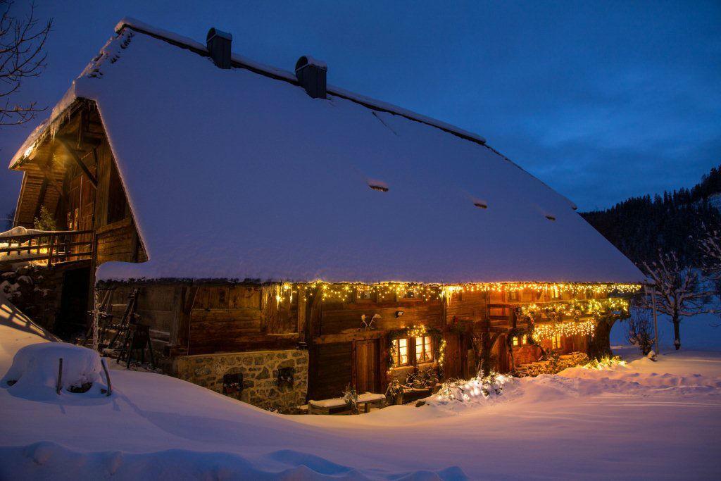Der Hof im Winter, Foto: Henslerhof.