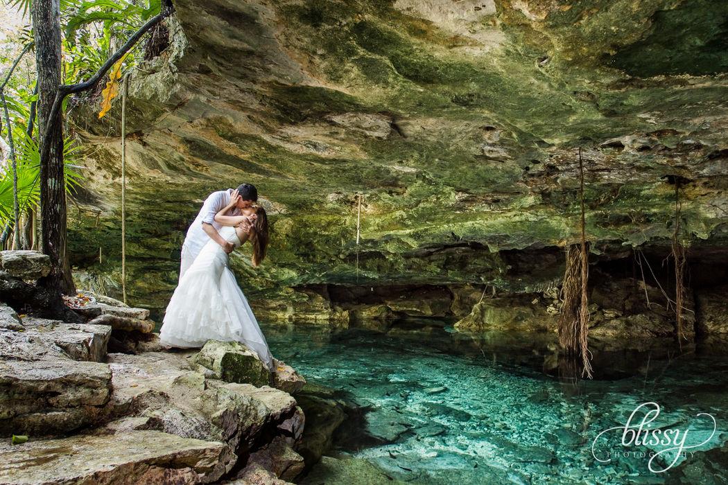 Trash The Dress. Cenote, Riviera Maya
