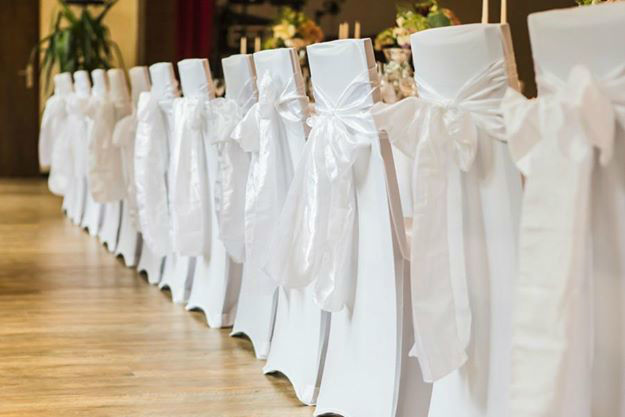 Beispiel: Weiße Stuhlhussen, Foto: Weyprechthof.