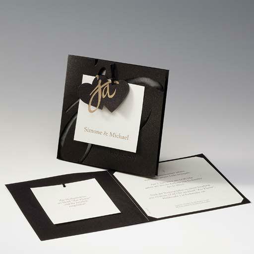 Beispiel: Schwarze Hochzeitseinladung, Foto: Druckerei Rokos.
