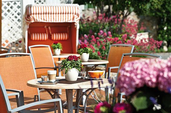 Beispiel: Terrasse, Foto: Travel Charme Strandhotel Zinnowitz.