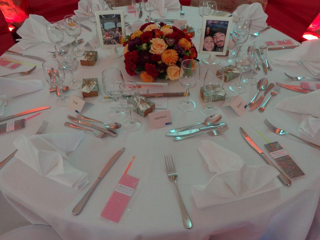 @ Agence Catherine Petitcuenot & Co Détail Table Prune et Orange