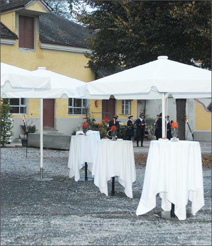 Beispiel: Empfang im Innenhof, Foto: Gut Schwabhof.