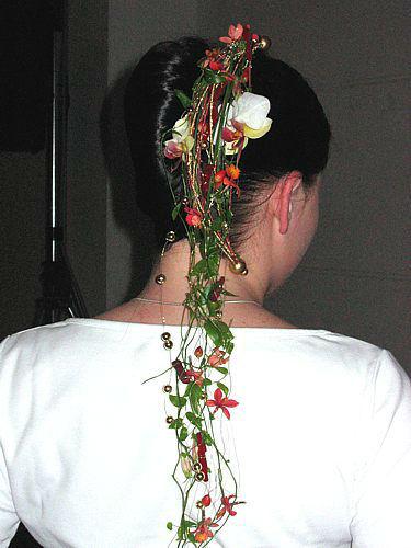 Beispiel: Haarschmuck, Foto: Artischoke Kunstblumen.