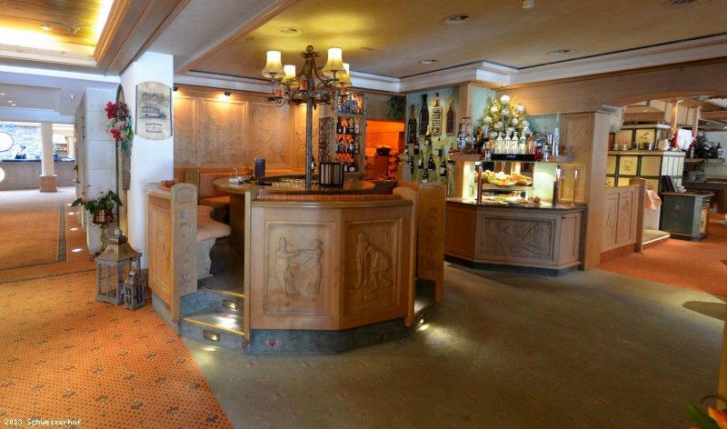 Beispiel: Rezeption, Foto: Romantik Hotel Schweizerhof Grindelwald.