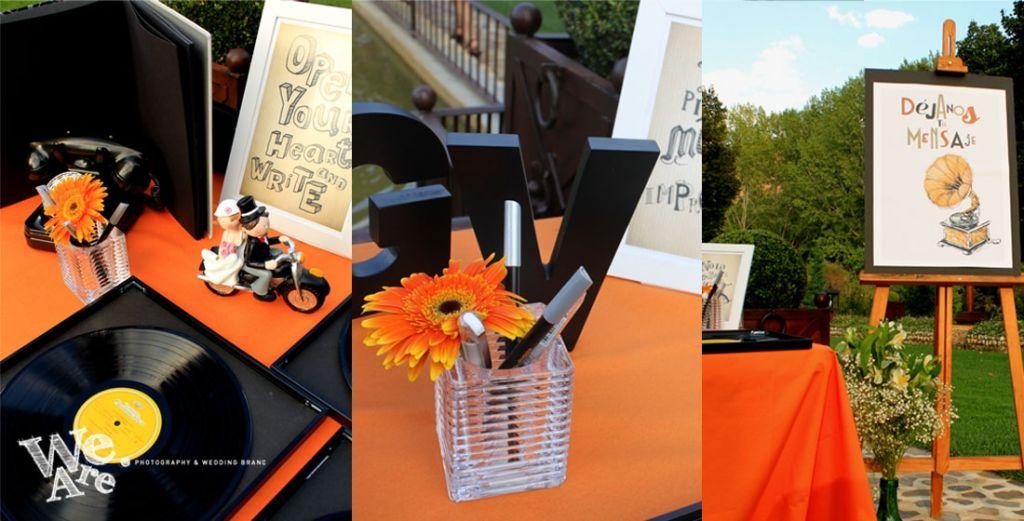 We Are. - Wedding planner. Diseño y Montaje de mesa de firmas con vinilos. Tonos negros y naranjas. Diseño y Organización de bodas.