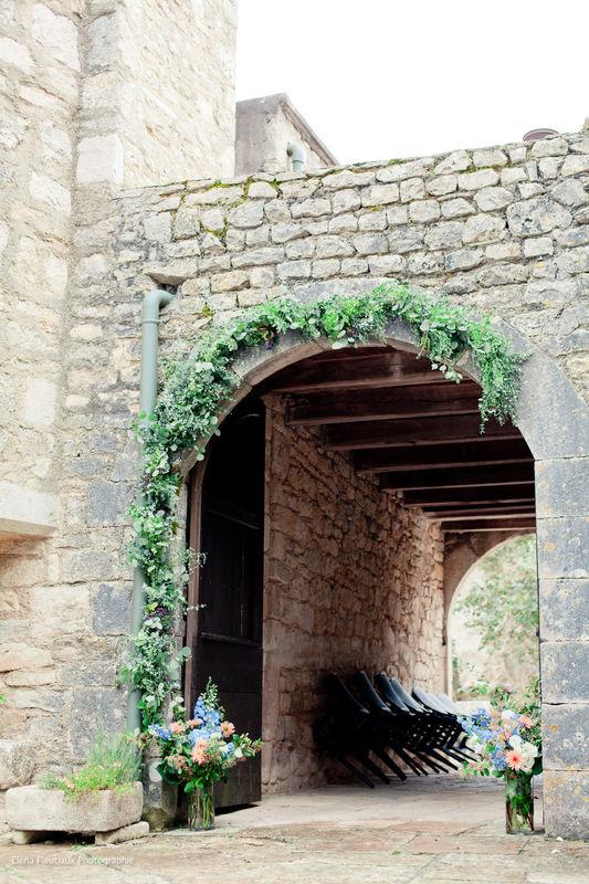 ©ElenaFleutiaux Guirlande d'eucalyptus pour l'arche du château