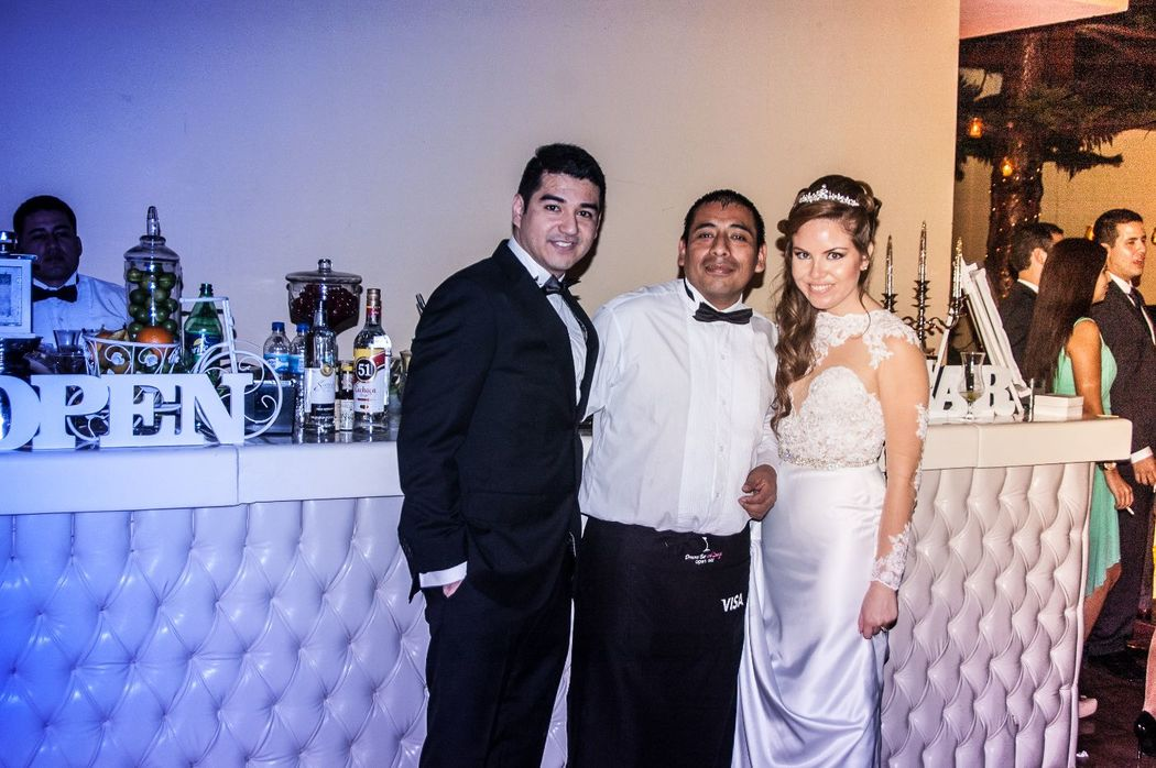 Los novios con Dreams Bar and Lounge
