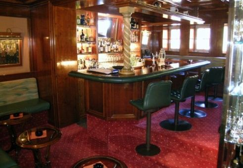 Beispiel: Bar, Foto: Romantik Hotel Waxenstein.