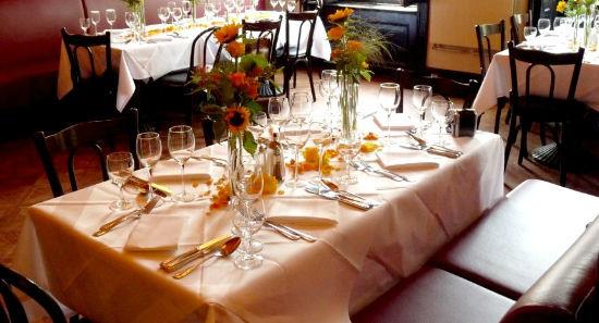 Beispiel: Tischdekoration, Foto: Jentsch Blumen.