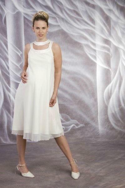 Beispiel: Umstands-Brautkleider, Foto: Avorio Vestito.