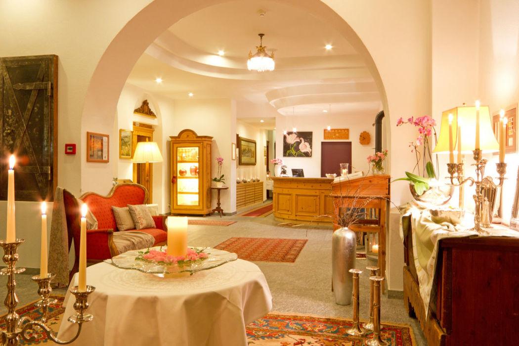 Beispiel: Hotel-Foyer, Foto: Hotel Villa Post.