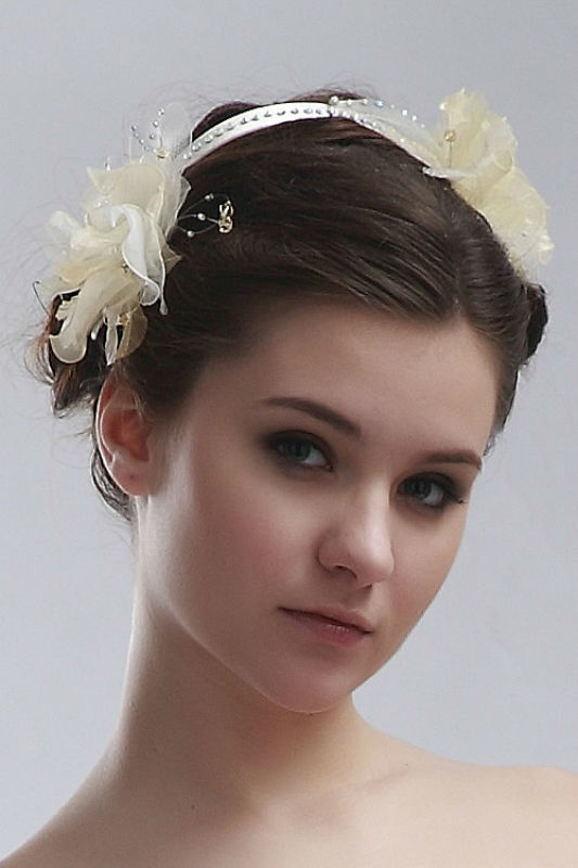 Beispiel: Der Haarreif für die Braut, Foto: Prinzessin Brautmode Accessoires.