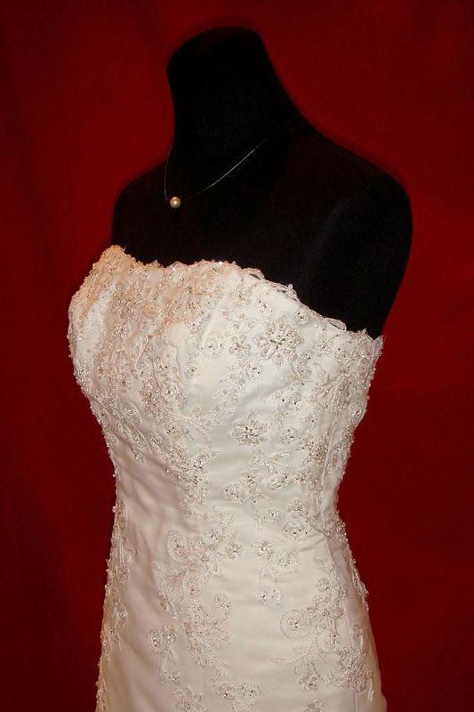 Beispiel: Hochzeitskleider, Foto: Der Brautladen.