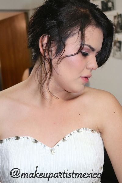 Look Fashion hermosa novia luciendo como toda un modelo. Makeup Artist Mexico