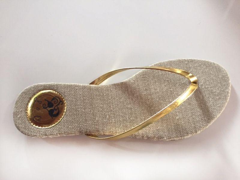 Slim Clean Tecido Juta kaki com Tira Dourada
