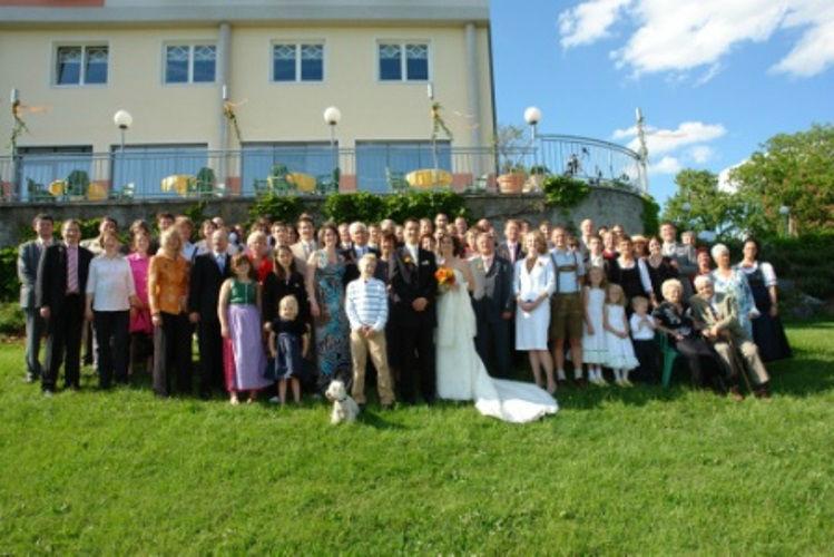 Beispiel: Hochzeitsgesellschaft, Foto: Hotel Schachner.