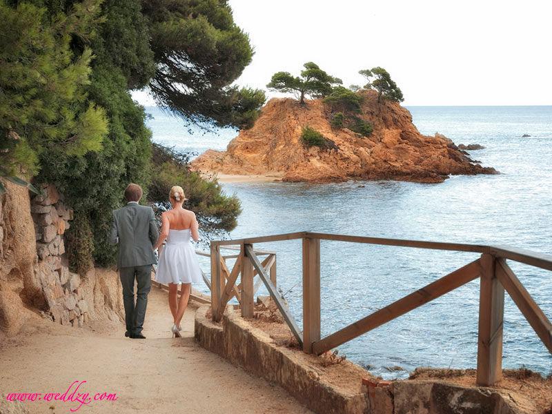 Mariés en bord de mer en Espagne