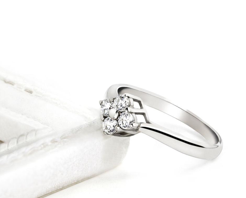 Anillo de compromiso oro blanco y diamantes ARGYOR