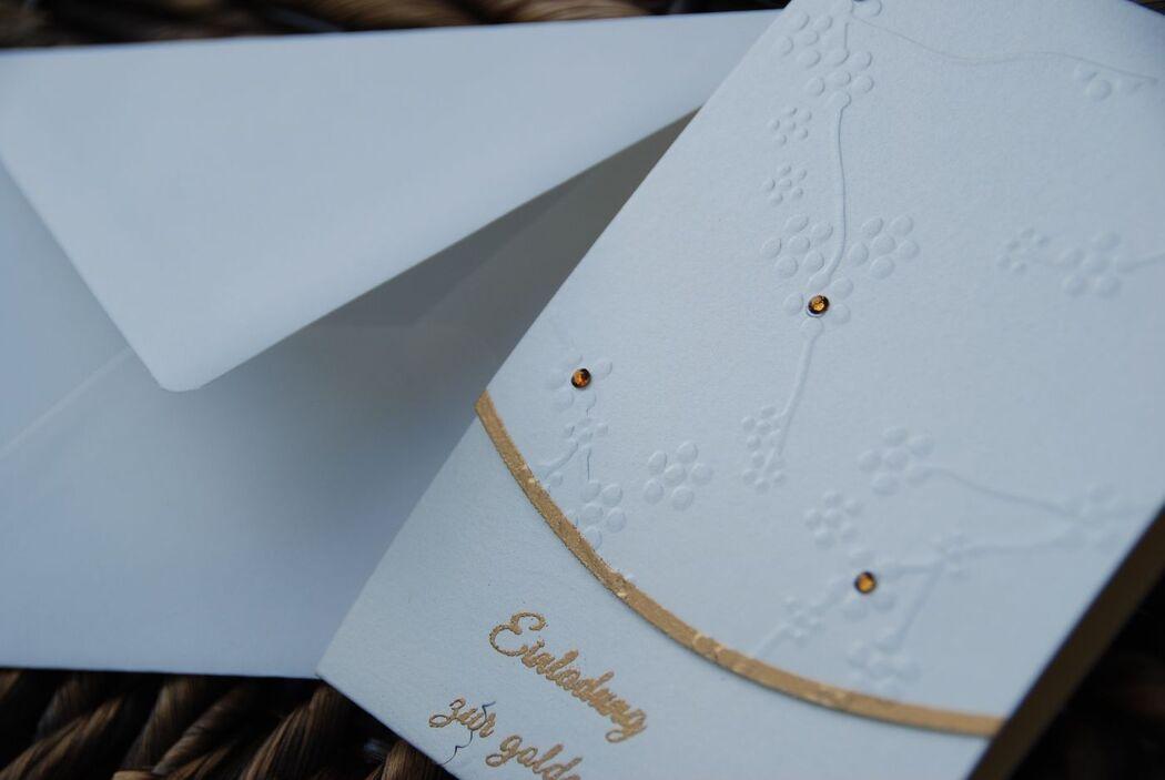 Einladung Adina mit Kirschblüten in creme-gold, Foto: Cardlove.de.