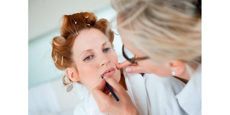 Beispiel: Make-up und Frisur - alles aus einer Hand, Foto: brautstyling-hamburg.de.