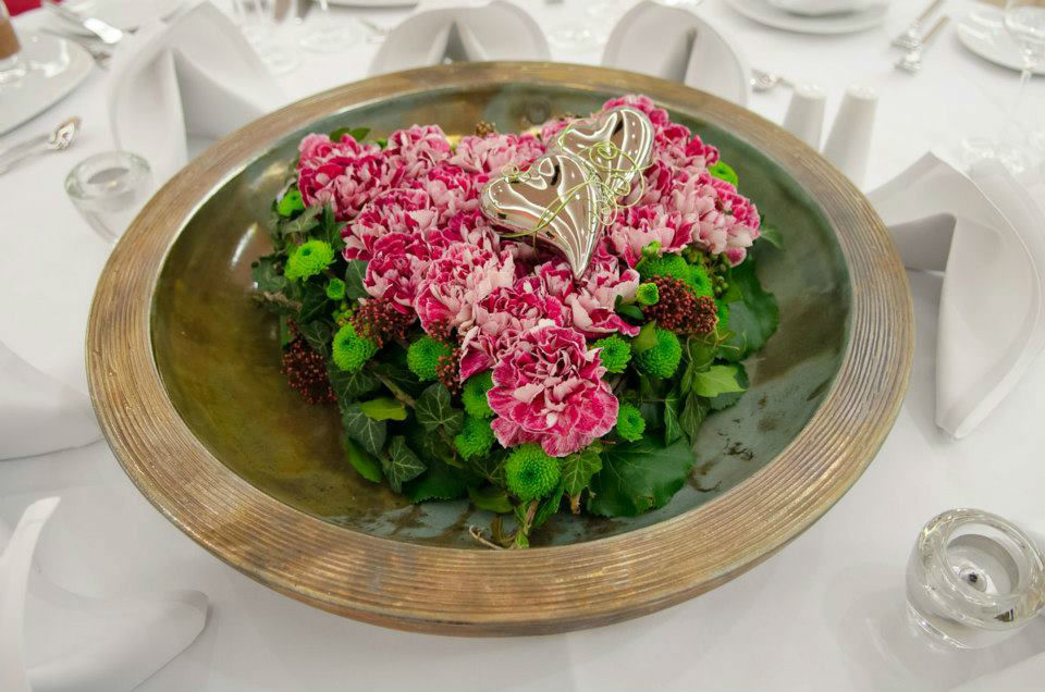 Beispiel: Florale Tischdekoration für die Hochzeit, Foto: Blumen Sonn.