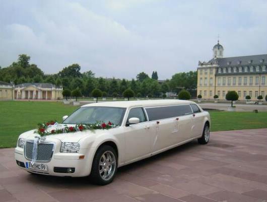 Beispiel: Ihre Hochzeitslimousine, Foto: FUN-LIMOS Limousinenservice & Chauffeurdienst.