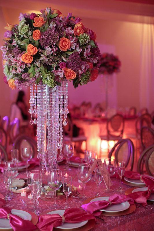 Detalles con Ángel Eventos   (Montaje de mesas iluminadas con mantelería especial, broches para servilletas)
