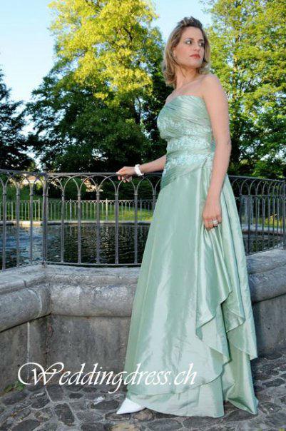 Beispiel: Abendmode, Foto: Weddingdress.ch.