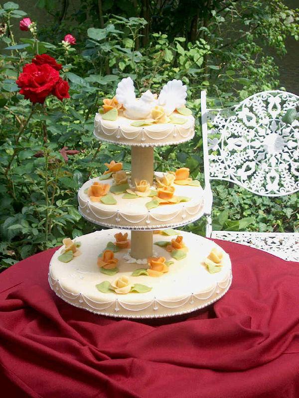 Beispiel: Hochzeitstorte, Foto: Restaurant Alsterpark.