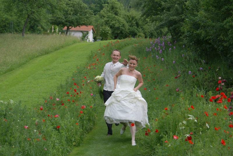 Beispiel: Laufendes Brautpaar, Foto: Peter Zurek.