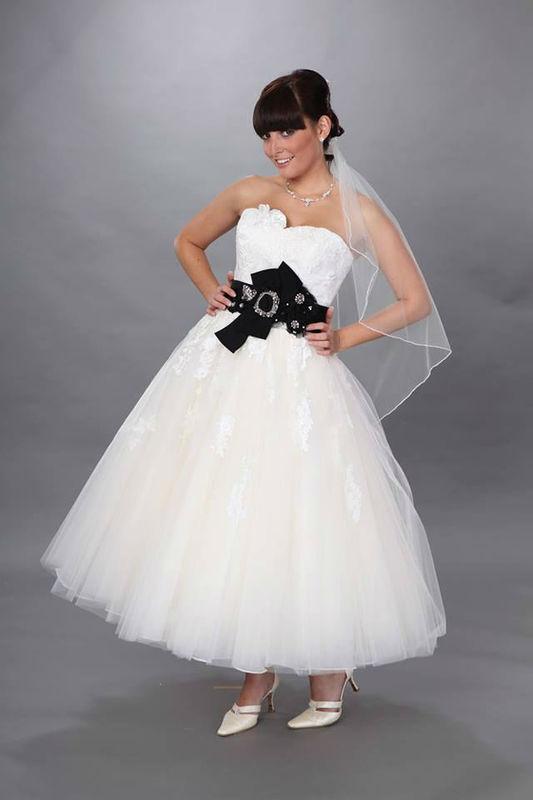 Beispiel: Wunderschöne Hochzeitskleider, Foto: 123 Braut & Bräutigam.