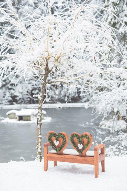Romantische Winteratmosphäre auf dem Grundstück des Parkhotel Adler.