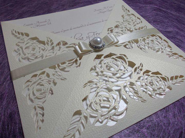 Invitación de Boda con corte de rosas.
