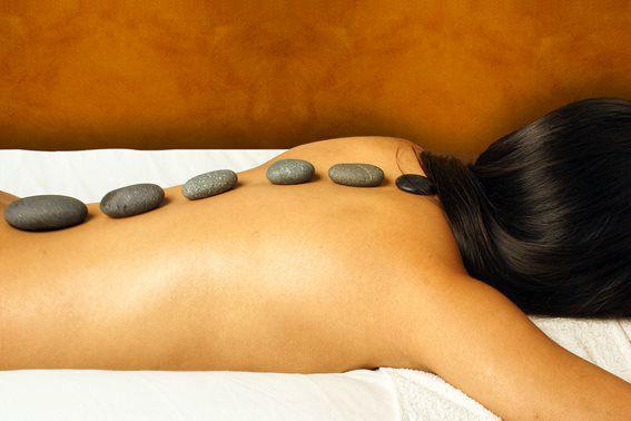 Offrez-vous l'un de nos nombreux coffrets de massage et produits de massage (huiles, bougies, accessoires de massage)... pour vous détendre a deux!
