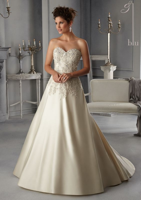Dress Style AOFY Textured Embroidered Lace On A Duchess Satin Wedding Gown With Crystal Beading  Colors Available: White/Silver, Ivory/Silver, Light Gold/Silver. Sizes Available: 2-28.  Precio: $4.168.800 Pesos Colombianos