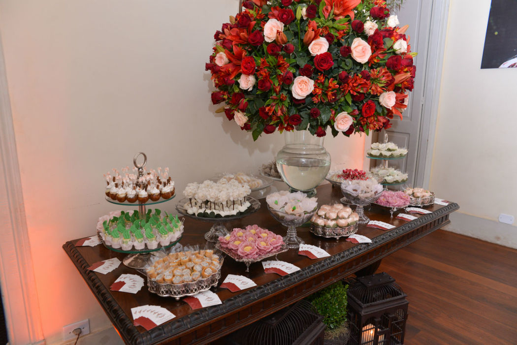 Vlady Dassa Doces Finos               Mesa de doces Cerimonial's Day