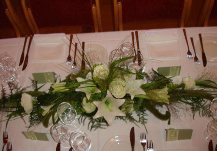 Beispiel: Florale Tischdekoration, Foto: Haus Blumengeschäft und Gärtnerei.