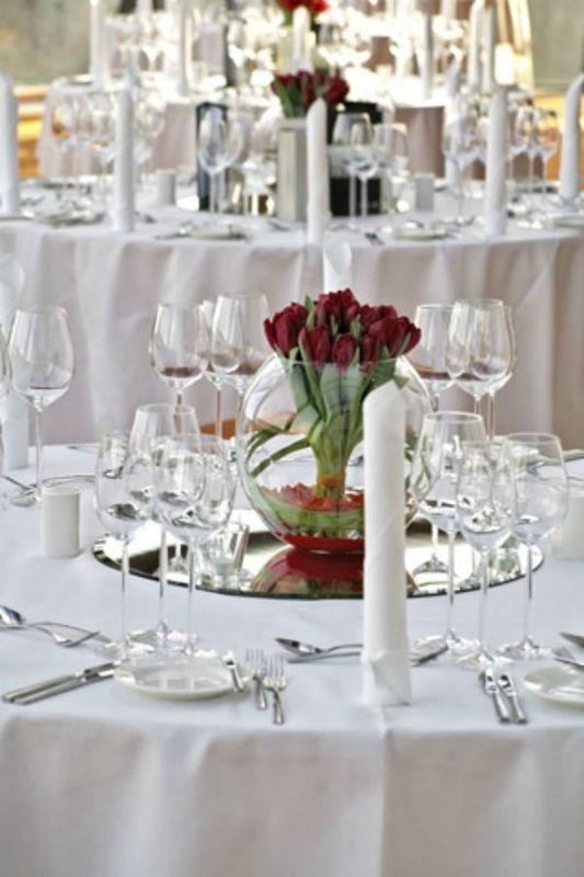 Beispiel: Stilvoll dekorierter Tisch, Foto: KV-eventgastronomie.