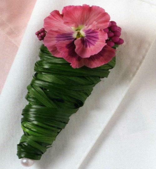 Beispiel: Blumenanstecker, Foto: Florales Ambiente.