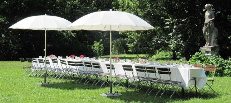 Beispiel: Hochzeitstafel im Garten, Foto: Schloss Blankensee.